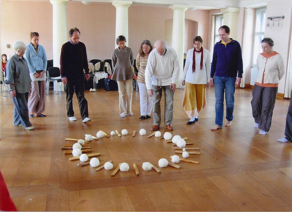 Fertige Wollebälle und Stöcke, Musikschule Weimar